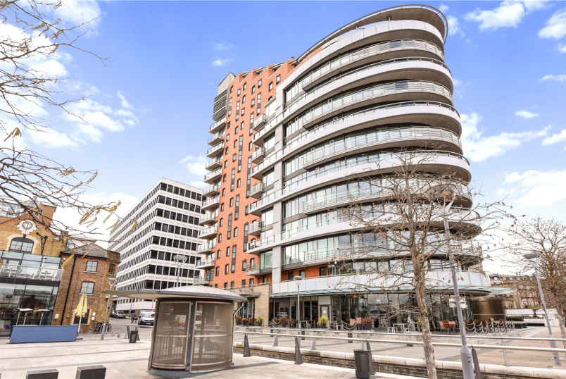 Flat/apartment to rent in Southfields - Putney Wharf Tower, Brewhouse Lane, London, SW15