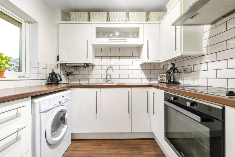 Flat/apartment for sale in Tooting - St. Benedicts Close, London, SW17