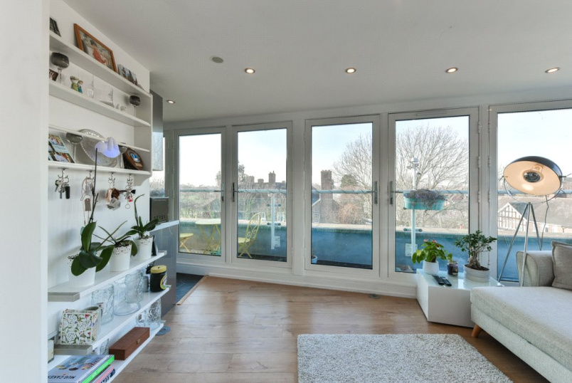 Flat/apartment for sale in Surbiton - Tower Road, Twickenham, TW1