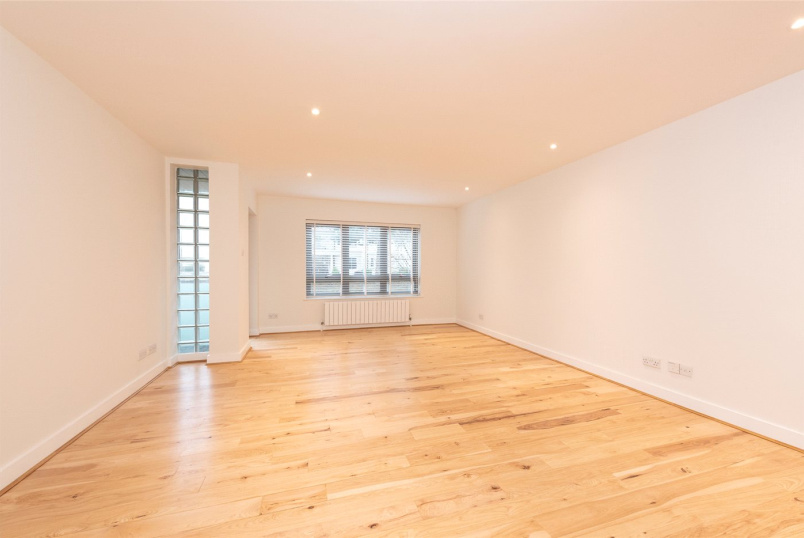 Flat/apartment to rent in Southfields - Paramount Apartments, 42 Putney Hill, London, SW15