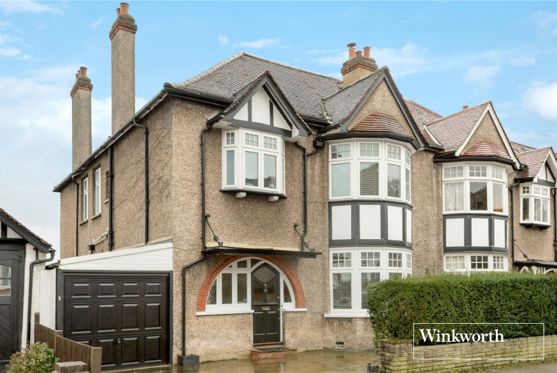 House for sale in Barnet - Bedford Avenue, High Barnet, EN5
