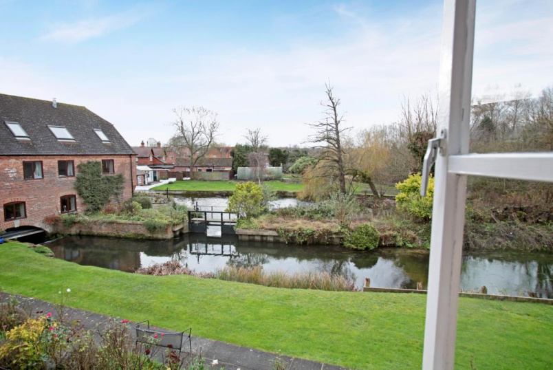 Maisonette to rent in Newbury - Shaw Mill, Church Road, Shaw, RG14