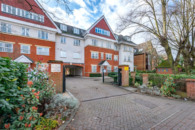 Flat/apartment for sale in Kensal Rise & Queen's Park - Chatsworth Court, London, NW2