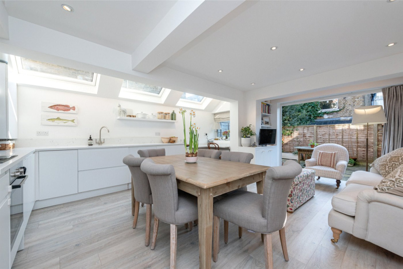 Flat/apartment for sale in Kensal Rise & Queen's Park - Priory Park Road, London, NW6