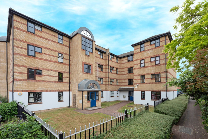 Flat/apartment to rent in Surrey Quays - Windsock Close, London, SE16