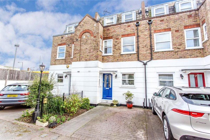 House for sale in Crouch End - View Crescent, Tivoli Road, London, N8