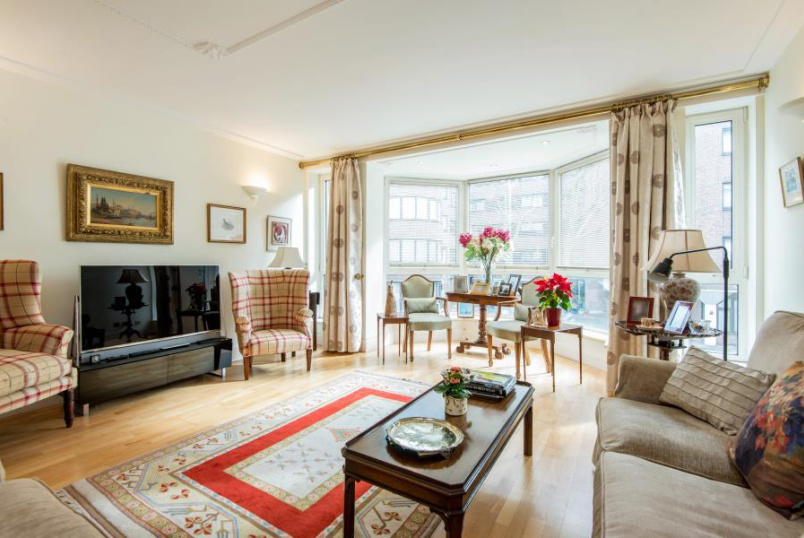 Flat for sale in St Johns Wood - BALMORAL COURT, QUEENS TERRACE, NW8 6DW