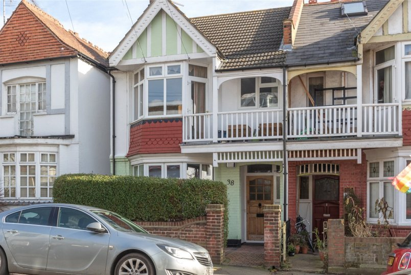 Flat/apartment for sale in  - Leigh Cliff Road, Leigh-on-Sea, Essex, SS9