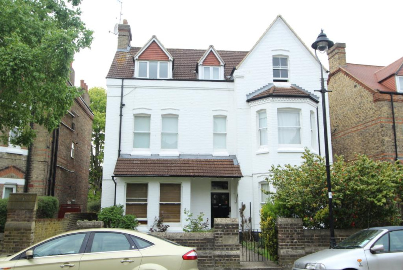 Flat/apartment for sale in Ealing & Acton - Grange Park, Ealing, W5