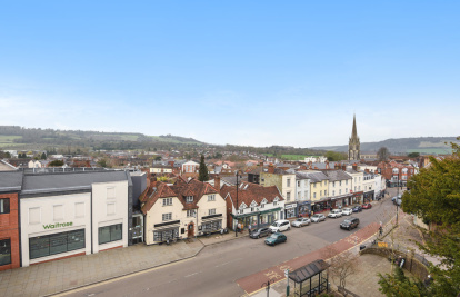 Top floor flat in the centre of Dorking with great views
