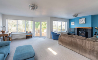 Premier Dorking Road close to train stations & The Ashcombe