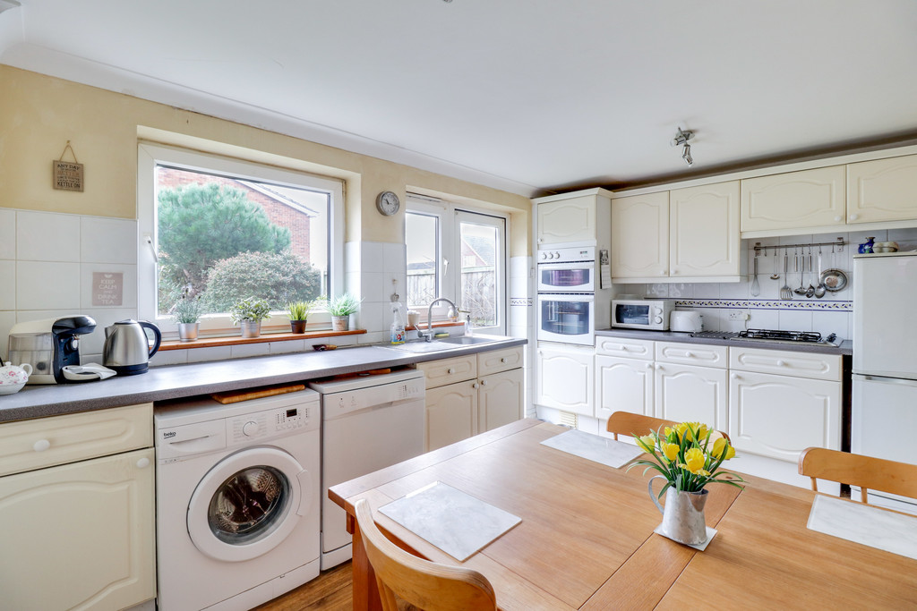 Peregrine Drive, South Benfleet Image 5