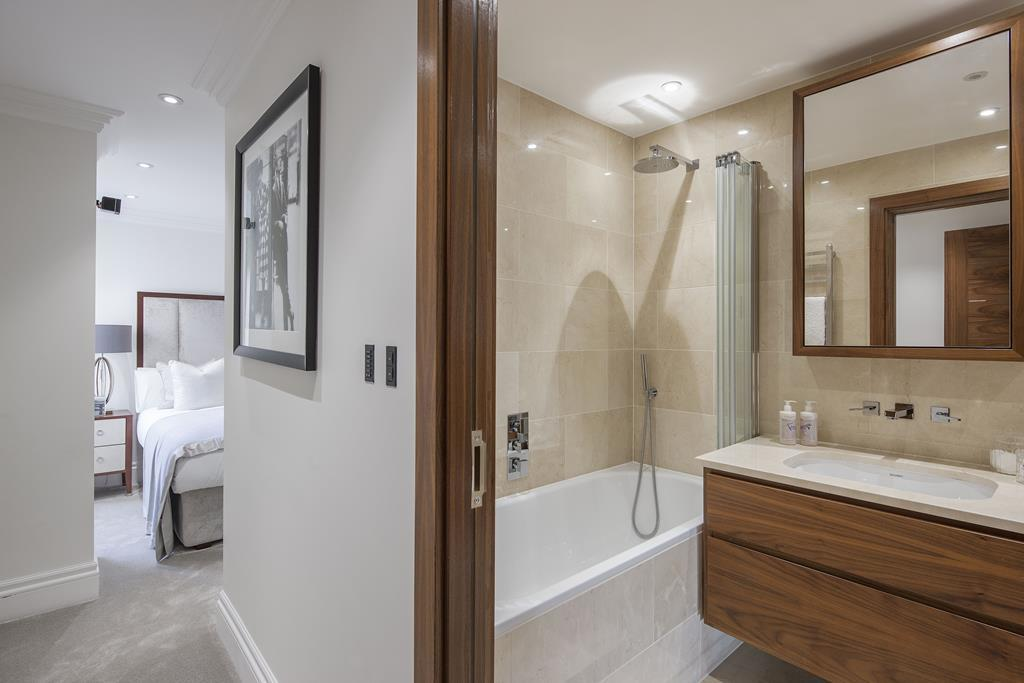 Two Bedroom | Two Bathroom |  Apartment To Let | Kensington Garden Square | Bayswater | W2 Image 9