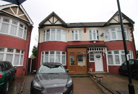 Huxley Place, Palmers Green, London N13