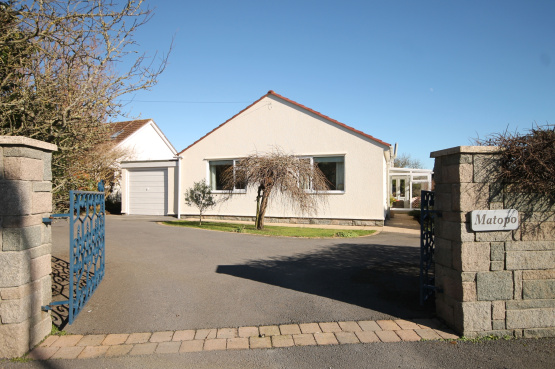 Immaculate Kingsbridge bungalow on a flat plot